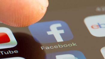 Icona di Facebook su smartphone