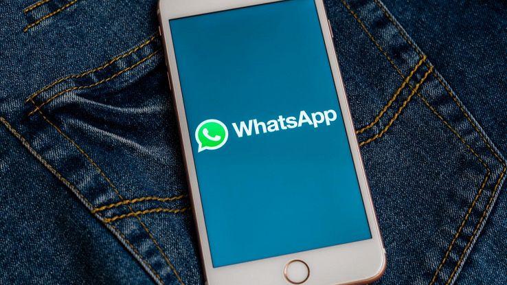 whatsapp icona su smartphone