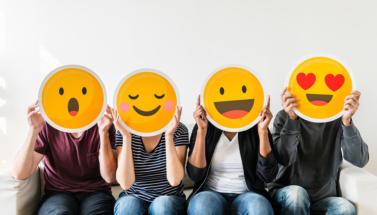 Italiani innamorati delle emoji: utilizzate dall'80% di chi