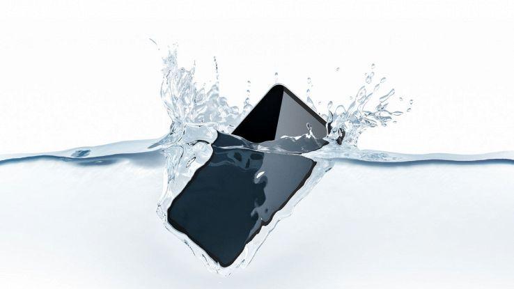 Come scegliere uno smartphone impermeabile