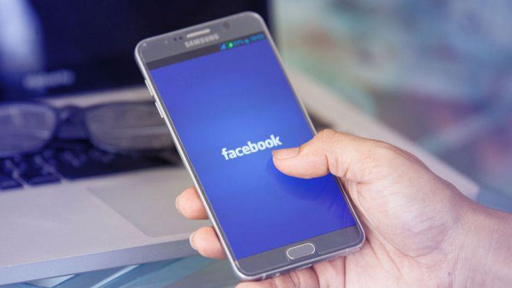 Facebook su smartphone
