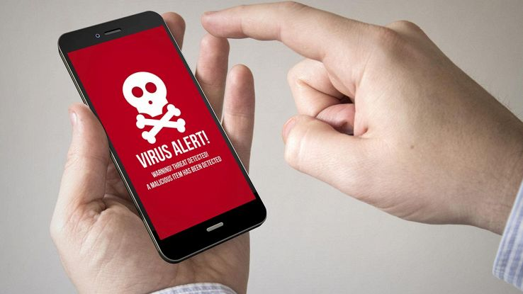 smartphone con virus