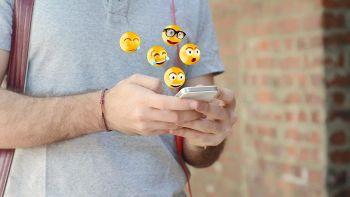 emoji smartphone