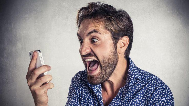 ragazzo con smartphone