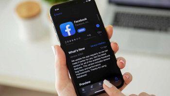 Facebook con tema scuro su iPhone