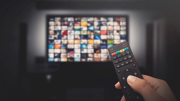 televisore e telecomando