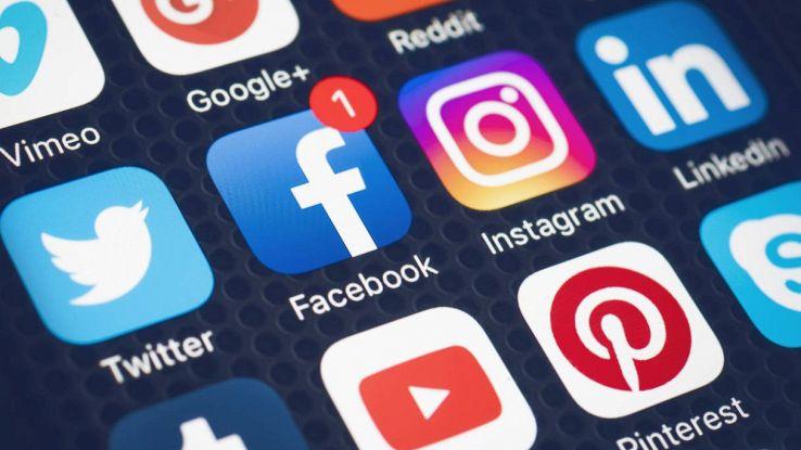 facebook mostra storie instagram