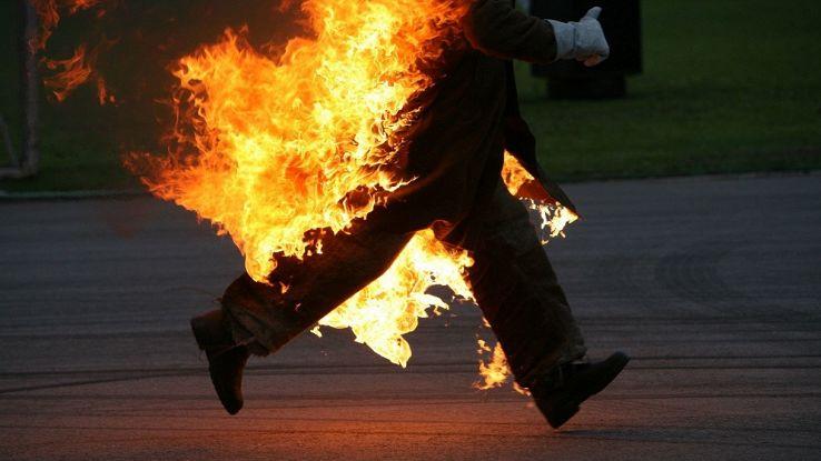 Esiste un tessuto che ti consente di camminare tra le fiamme