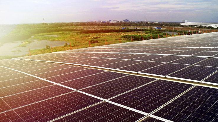 I pannelli solari sul tetto degli aeroporti potrebbero alimentare intere città