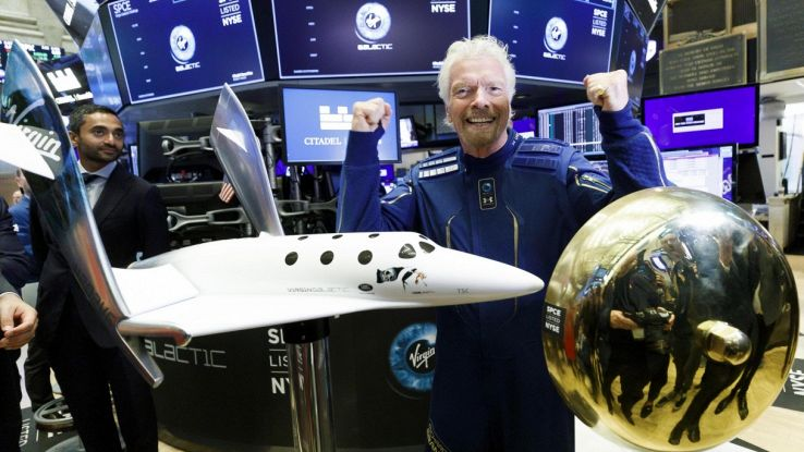 Virgin Galactic porta clienti nello spazio