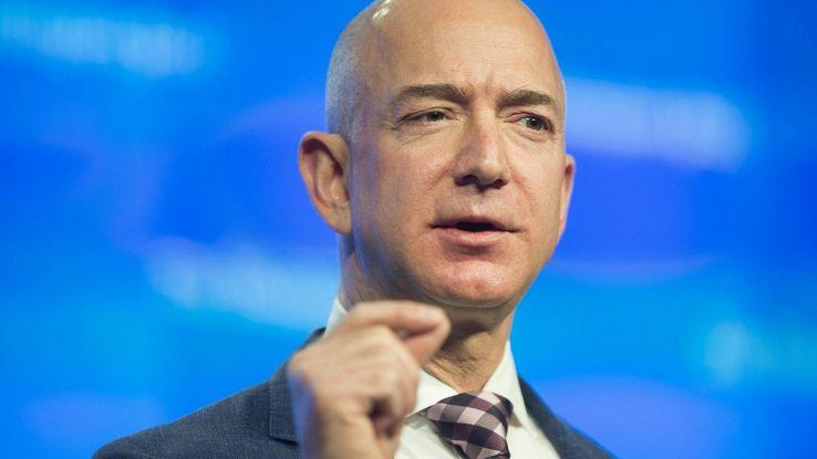 Jeff Bezos nello spazio, gli utenti si vendicano con uno scherzo