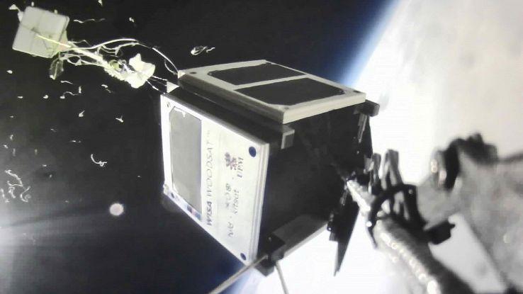 Corsa allo spazio sostenibile: manca poco al satellite di legno