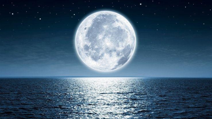 """La Luna sta """"oscillando"""": perché per la Terra è un problema"""