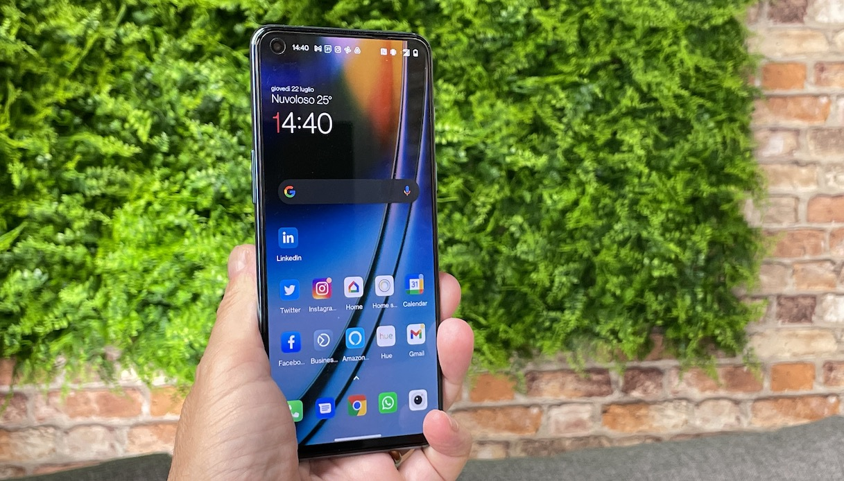 OnePlus Nord 2 lo schermo