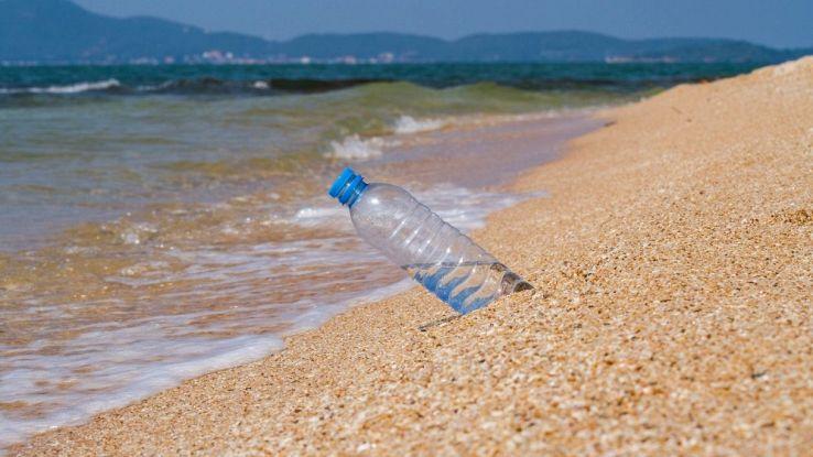 La plastica che evapora al sole: nuova invenzione rivoluzionaria