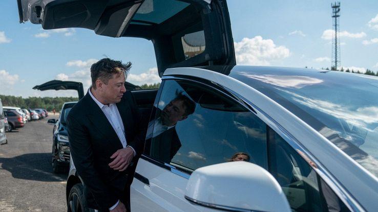 Tesla finisce sotto inchiesta: Elon Musk è nei guai?