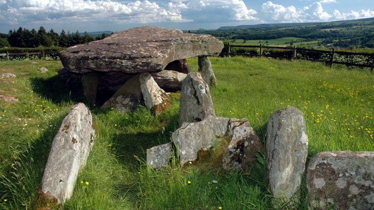 Antica tomba legata a Re Artù sarebbe più antica degli Stonehenge