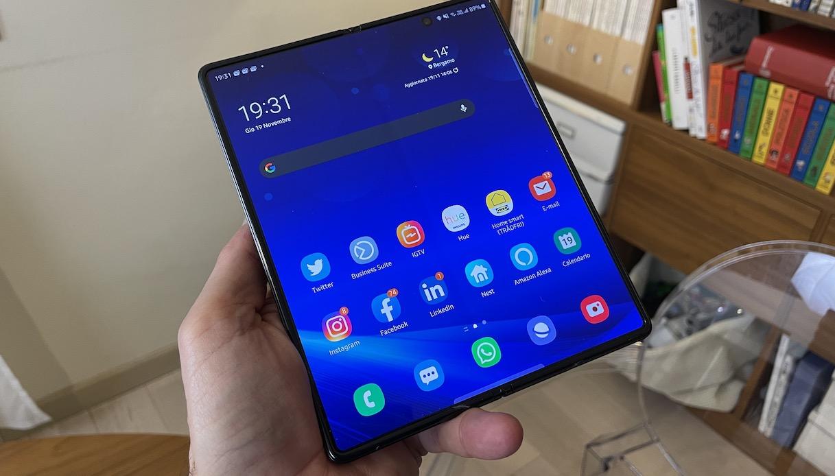 Smartphone Samsung Galaxy con display aperto