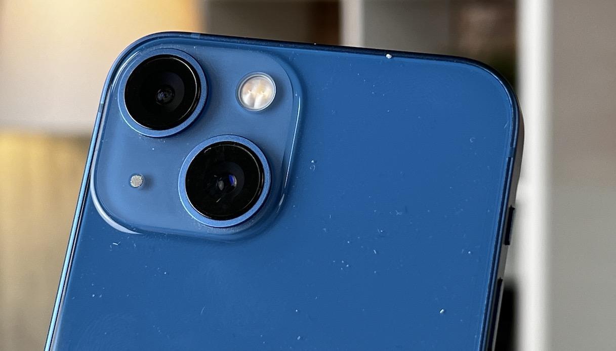 Dettaglio della fotocamera di iPhone 13 Mini