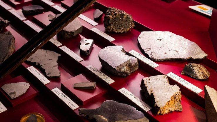 Un uomo ha restituito una roccia lunare che aveva fortuitamente a casa