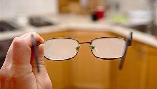 Occhiali e mascherina: ecco il trucco per non appannare le lenti