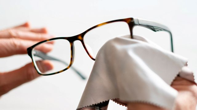 Come pulire (bene) gli occhiali senza rovinarli
