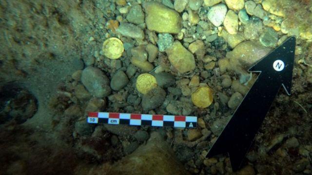 Si immergono e trovano un prezioso tesoro romano: la scoperta incredibile