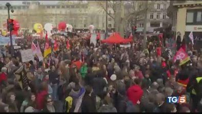La Francia nel caos, apertura di Macron