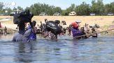 Migliaia di haitiani attraversano il Rio Grande, in fuga verso gli Stati Uniti