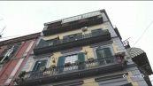 Napoli, Samuele gettato dal balcone