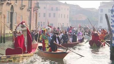 Prime sfilate in maschera a Venezia