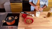 Video-ricetta: pasta integrale con salsa di noci