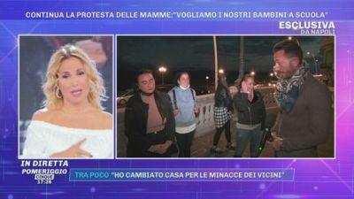Covid-19, Napoli, continua la protesta delle mamme