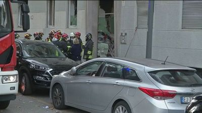 Milano, esplosione in un palazzo Probabile una fuga di gas, 9 feriti