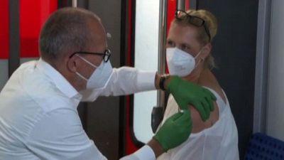In Germania solo 61% vaccinati e Danimarca abolisce il Green Pass