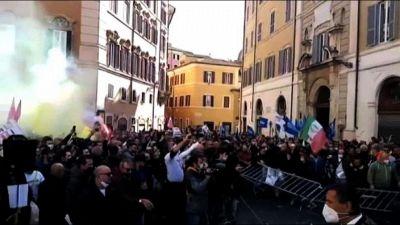 Covid, tensioni davanti alla Camera alla protesta dei ristoratori