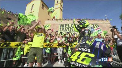 Valentino Rossi Show l'abbraccio dei tifosi