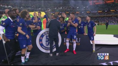 Sarri festeggia, il Chelsea vince l'Europa League