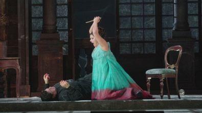 Il trailer dietro le quinte della Tosca per la Prima della Scala