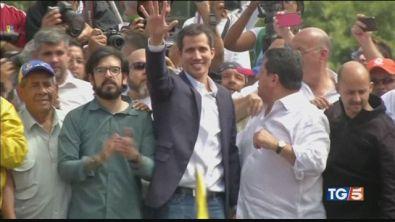 Caos in Venezuela con due presidenti