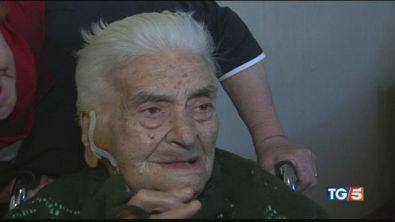 Operata a 100 anni e ritrova il sorriso