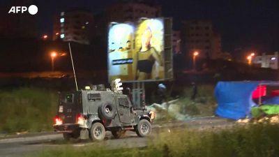 Scontri tra manifestanti palestinesi e forze armate israeliane al checkpoint della Dco