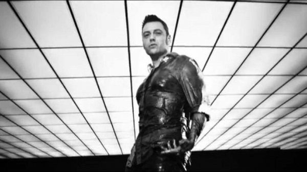 Black and white e riprese urban: il nuovo video di Tiziano Ferro