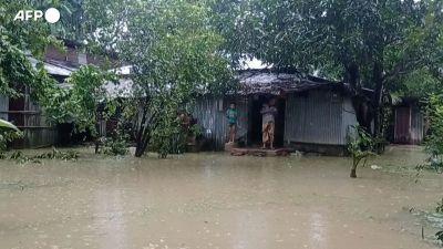 Bangladesh, forti alluvioni: 20 morti, 300 mila persone bloccate