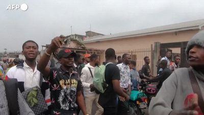 Congo, polizia uccide studente perche' non aveva la mascherina: la protesta dei compagni