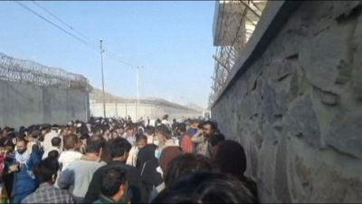 Afghanistan, il suono degli spari vicino all'aeroporto di Kabul