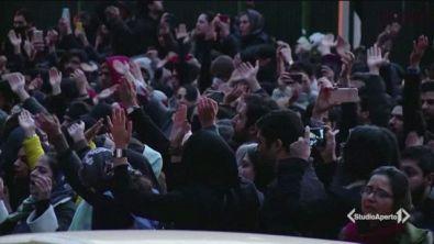 Iran, studenti in piazza