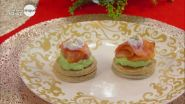 Blinis con mousse di avocado e salmone