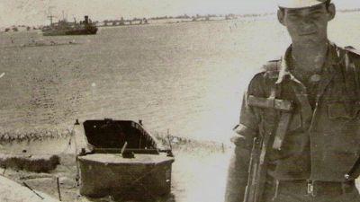 Bloccati nel Canale di Suez per 8 anni: la storia assurda