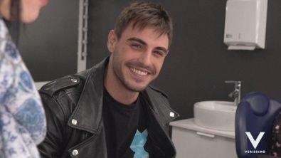 Francesco Monte nel backstage di Verissimo, tra prove di voce e balletti